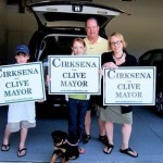 Cirksena-family-with-signs